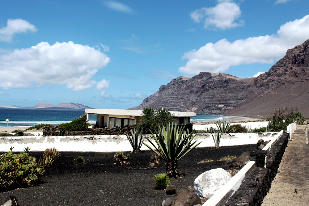 Lanzarote Playa famara wave provocateur beach bungalow