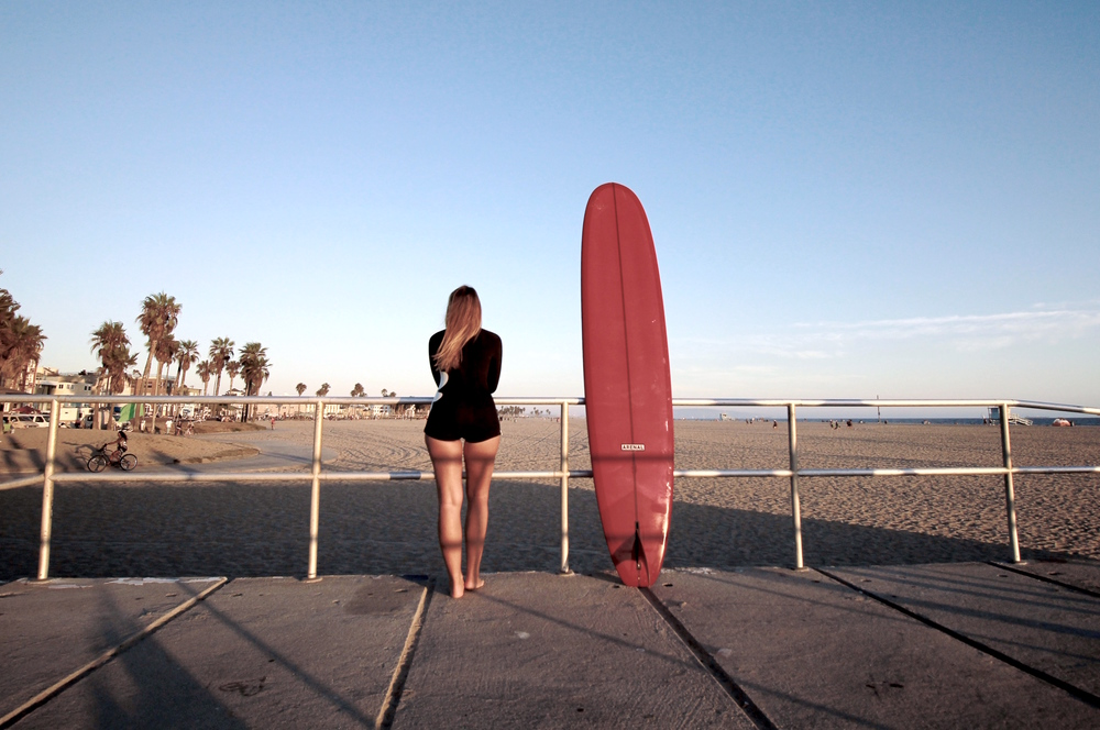 bree warren surfing venice beach pink board